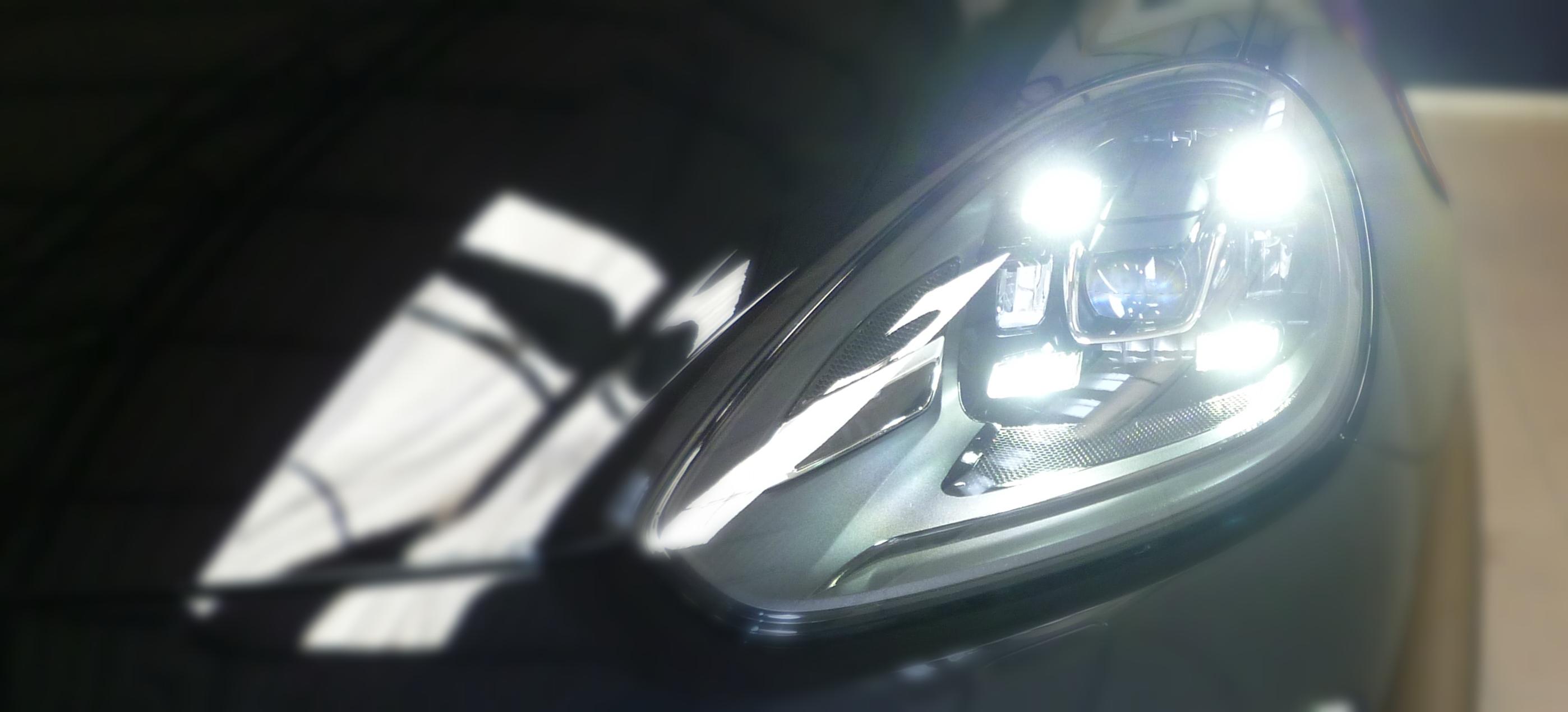 Porsche Cayenne, uno sguardo da vicino