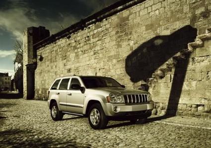Dai veicoli militari al nuovo Renegade, il percorso del marchio a stelle strisce raccontato dai manifesti pubblicitari. - Amarcord